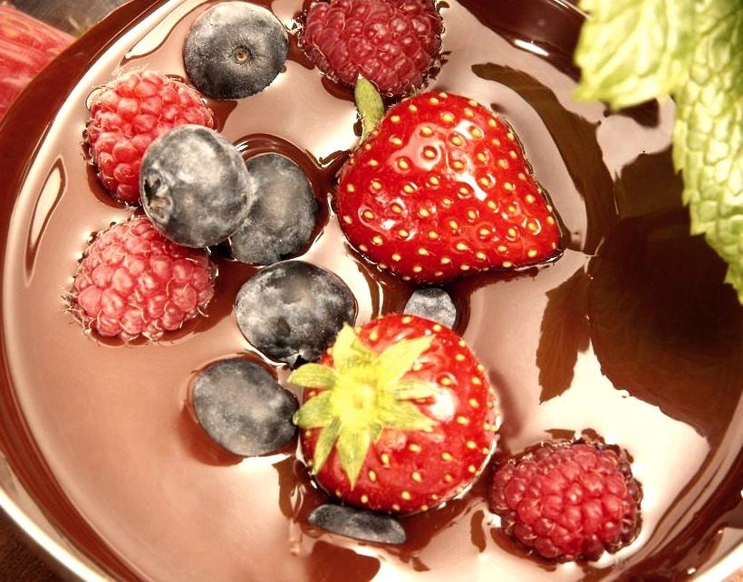 Berries in Chocolate Sauce