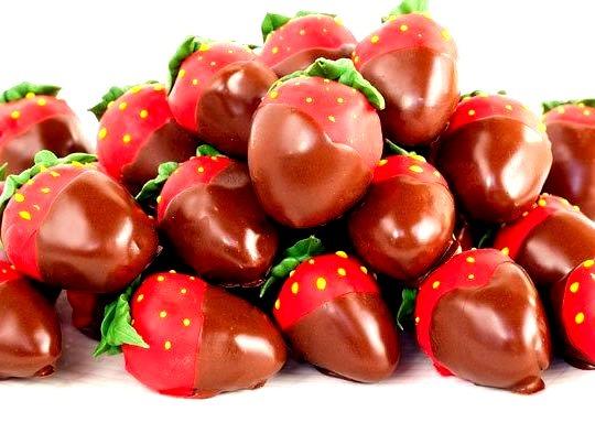 Recipe: Chocolate Covered Strawberry Cake Bits